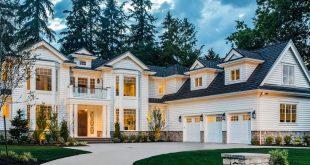 Dieser auffallend schöne traditionelle Hausplan wurde für eine große Familie ...