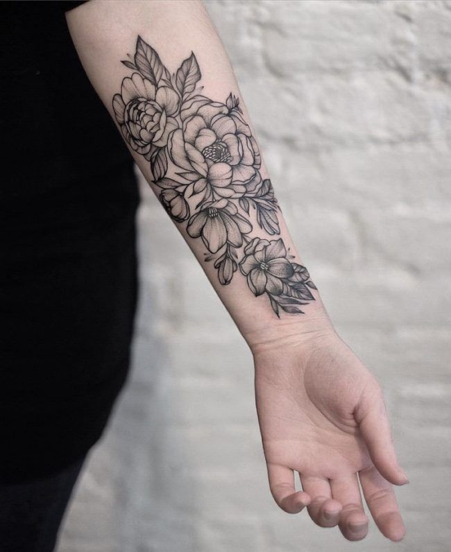 unterarm-tattoo-frau-blumen-schwarz-weiß - Design Diy